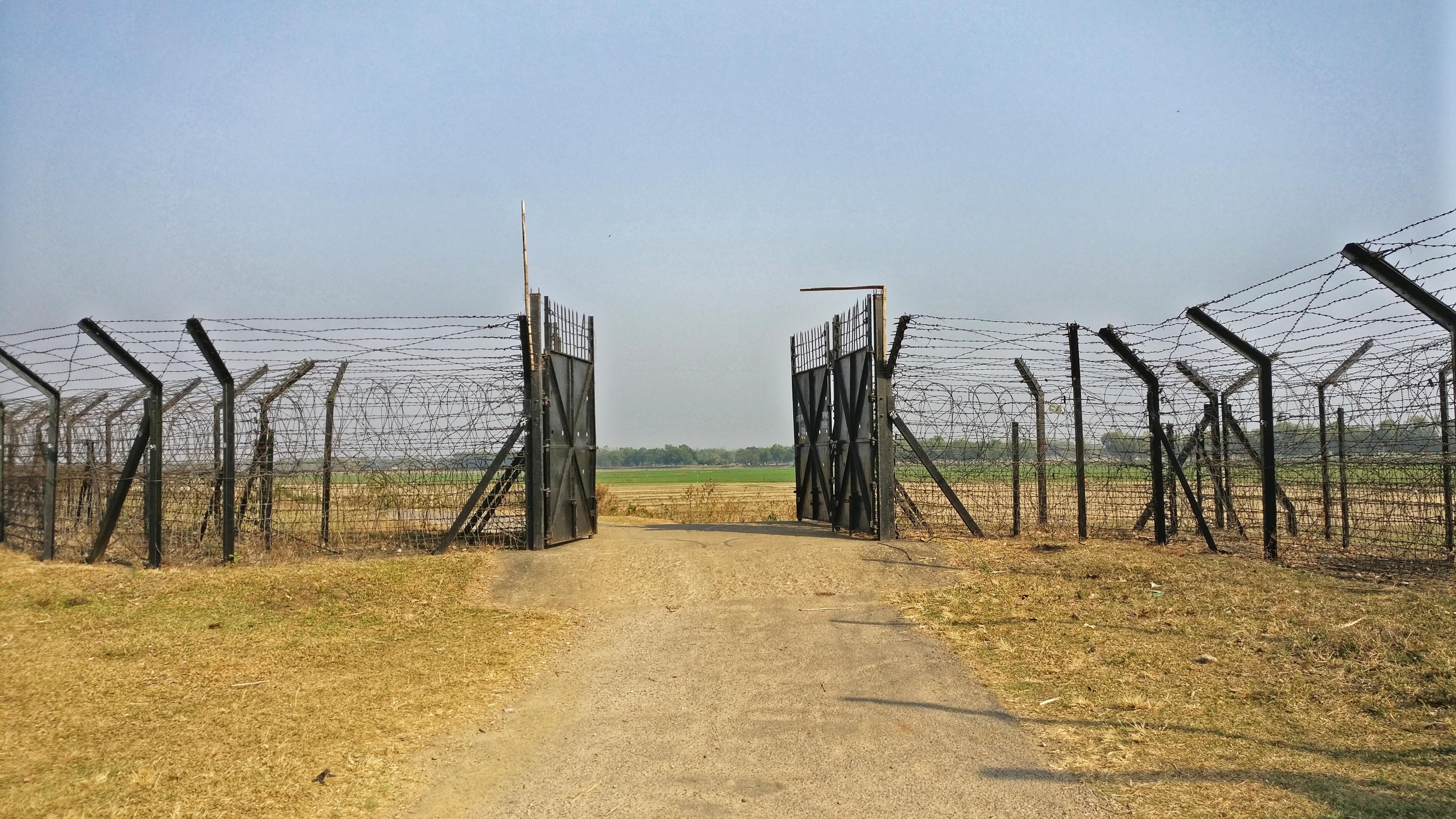 Border-fensing-transit gate.jpeg